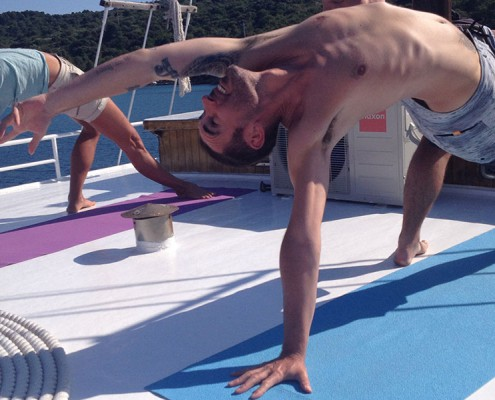 vincent-pezet-yoga-pose-backbend-cruising-croatia