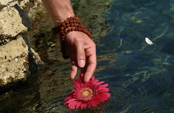 flower-offering-sea